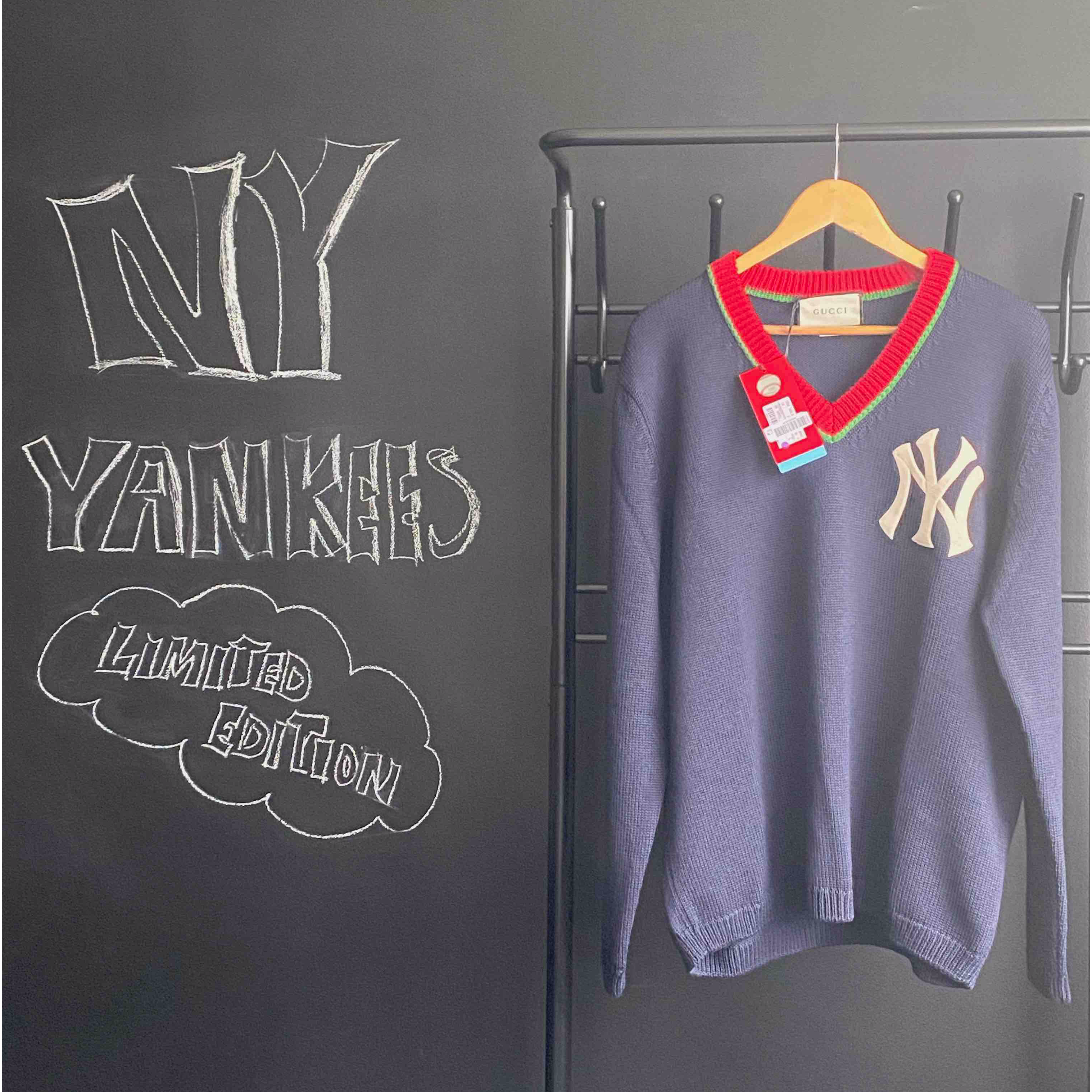 PULLOVER MIT NY YANKEE ™ PATCH Foto